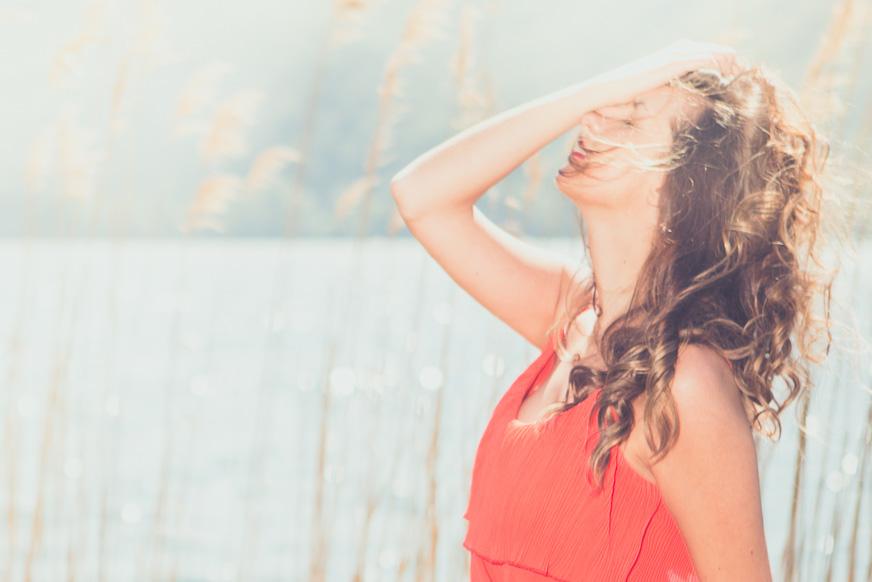 Canned Heat con Giulia: ritrai la solarità di una modella con luce naturale e strobist